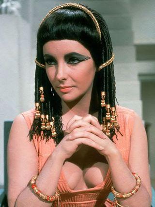 Elizabeth-Taylor-in-Cleopatra-elizabeth-taylor-6523993-400-533