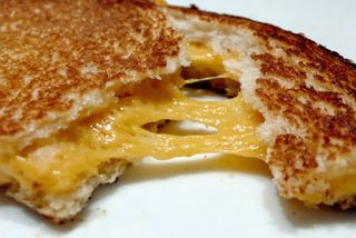 Daiya-grilled-cheese-570x381