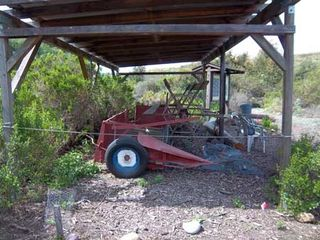 Old_farm_harvester