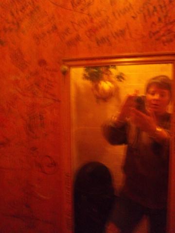 Rotiers_ladies_room