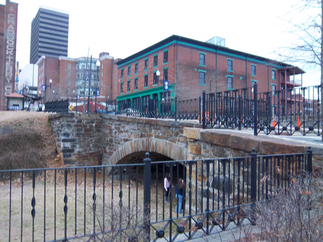 Old_bridge_lynchburg