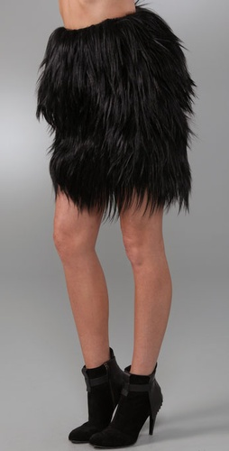 Gar_de_goat_fur_skirt